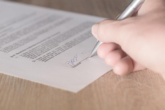 Ein Symbolphoto eines Vertrags