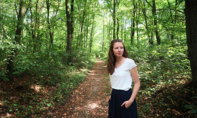 Sarah Schreiter im Wald