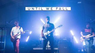 Die Band Until We Fall auf der Bühne